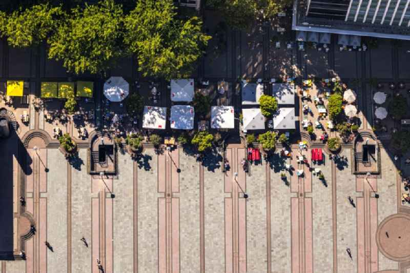 Vertical aerial view from the satellite perspective of the tables and benches of open-air restaurants Cafe Extrablatt on Kennedyplatz in Essen in the state North Rhine-Westphalia, Germany