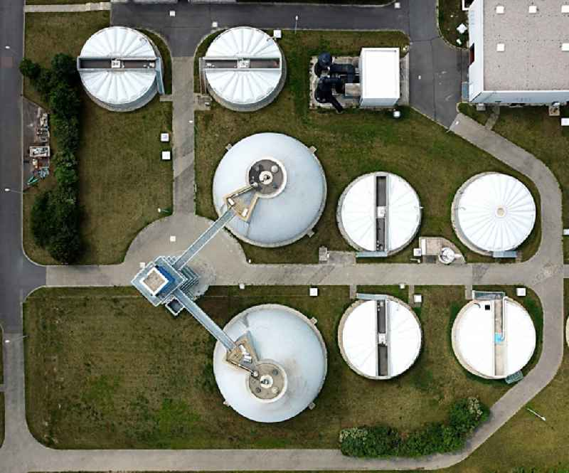 Vertical aerial view from the satellite perspective of the sewage works Basin and purification steps for waste water treatment in the district Lettin in Halle (Saale) in the state Saxony-Anhalt, Germany